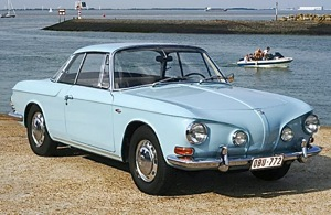 Volkswagen T34 Karmann Ghia. Here what looks similar to a Corvair Line actually originates as two discrete arcs beginning at the front and stopping at the door handles. The lines then resume with an upward kink, uniting at the rear. Paul Peeters photo