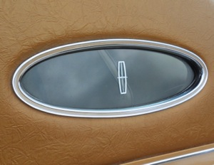 1975 Lincoln Continental Mark IV with Normande Grain Landau Roof and Opera Window
