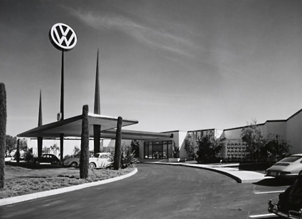 Competition Motors Volkswagen-Porsche, Culver City, California. Paul R. Williams & Associates, 1961. Julius Schulman photo, 1965